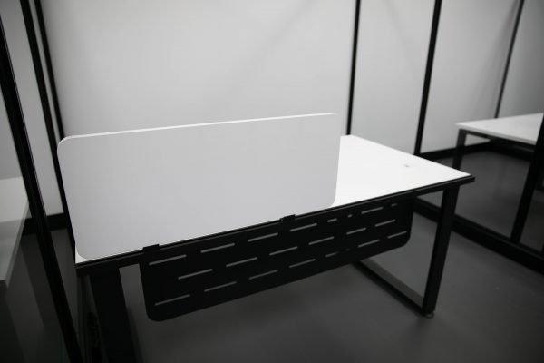 T881 desk workstation screen