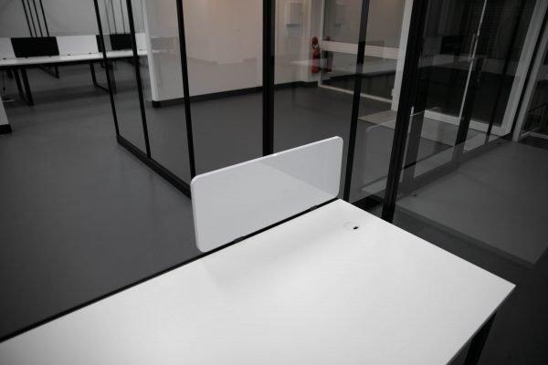T16 desk workstation screen